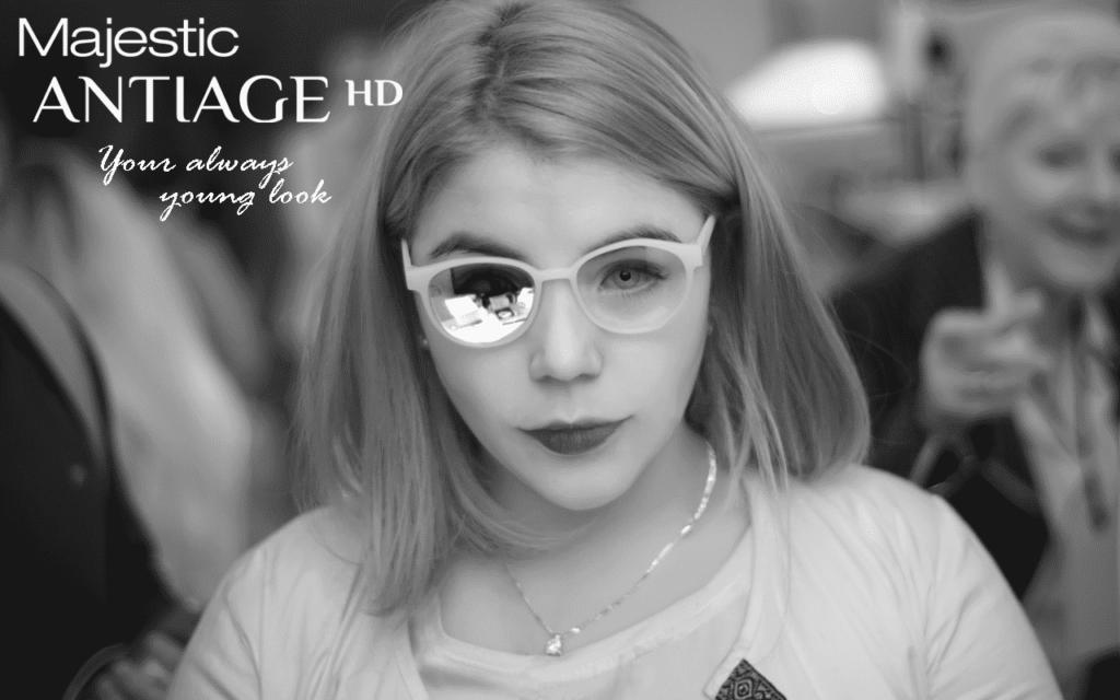 The frame has transparent lenses in both eyes